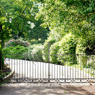 Inspiration for a traditional front yard driveway in Atlanta.