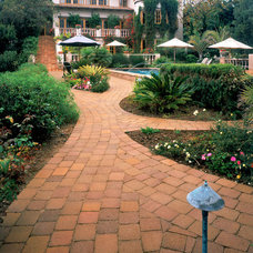 Traditional Landscape by System Pavers