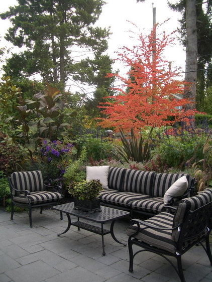 Create a memorable ambience in your landscape with eye-catchers ...