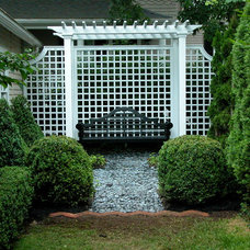 Traditional Landscape by Sirius Landscapes, Inc.