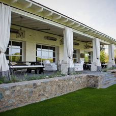 Traditional Landscape by PHX Architecture