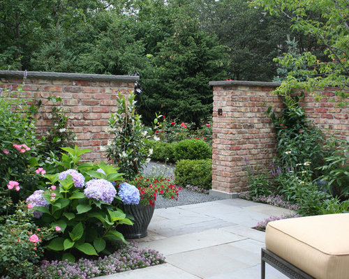 Brick garden wall houzz for Designs for brick garden walls