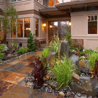 Modelo de camino de jardín rural, de tamaño medio, en patio delantero, con adoquines de piedra natural
