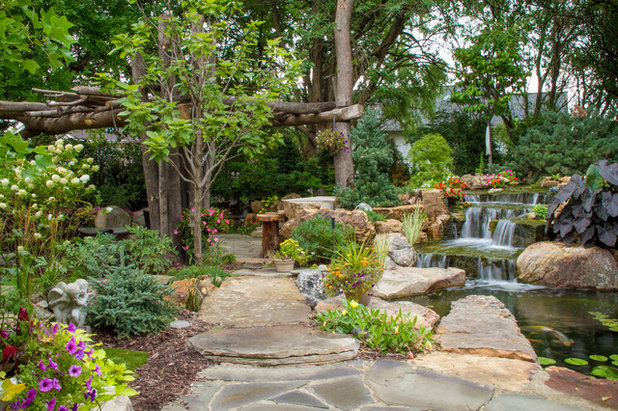 Traditional Landscape by Aquascape