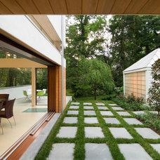Contemporary Landscape by Meditch Murphey Architects