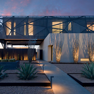 This is an example of a contemporary drought-tolerant and full sun front yard gravel landscaping in Las Vegas.
