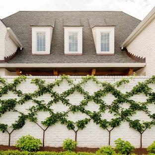 Inspiration for a transitional landscaping in Nashville.
