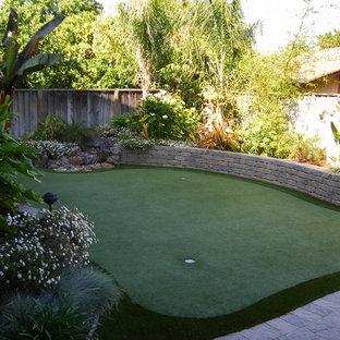 Idee per un giardino tropicale con un muro di contenimento