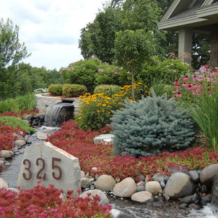 Photo of a traditional landscaping in Minneapolis.