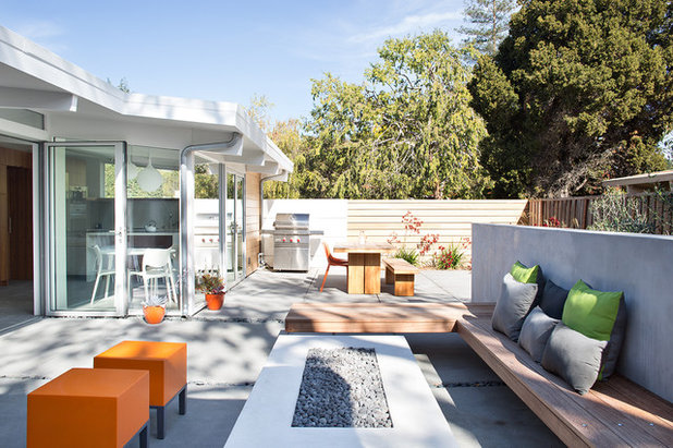 Midcentury Landscape by Klopf Architecture