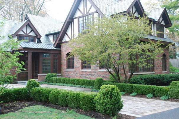 Traditional Landscape by Architectural Gardens, Inc