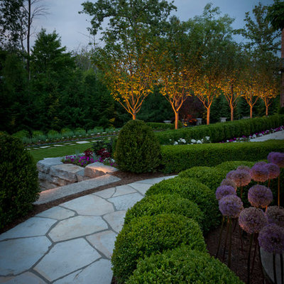 Design ideas for a traditional stone landscaping in Detroit.