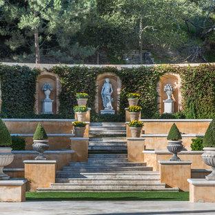 Diseño de jardín francés, mediterráneo, extra grande, en ladera, con adoquines de piedra natural