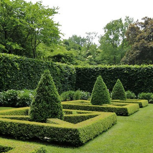 This is an example of a traditional full sun formal garden in Chicago for summer.