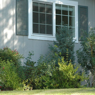 Design ideas for a small eclectic partial sun front yard landscaping in Portland for spring.