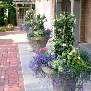 Inspiration for a small traditional shade front yard stone landscaping in Chicago for summer.