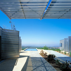 Contemporary Landscape by Kevin Daly Architects