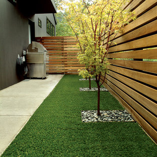 Design ideas for a contemporary side yard wood fence landscaping in Portland.