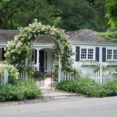 Traditional Landscape by Pamela Bateman Garden Design