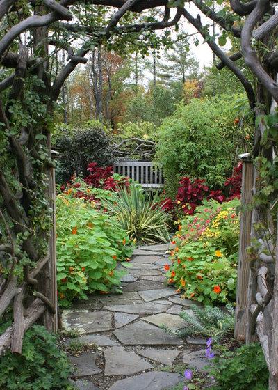 Klassisk Have by Bloom Landscape Design and Fine Gardening Service