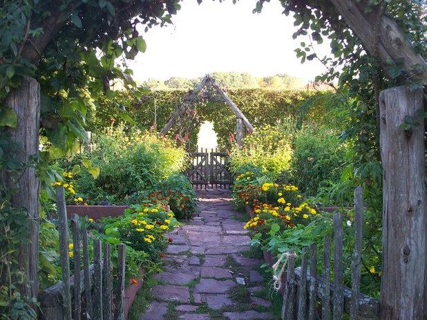 Klassisch Garten by Dear Garden Associates, Inc.