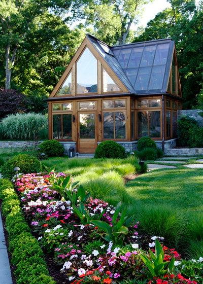 Классический Сад by SURROUNDS Landscape Architecture + Construction