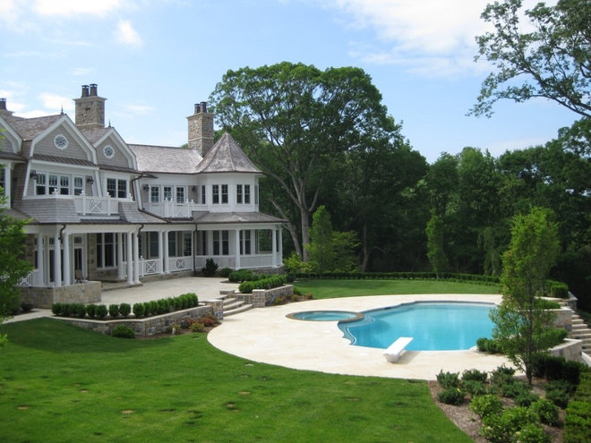 Traditional Landscape by Matthew Korn Architecture AIA