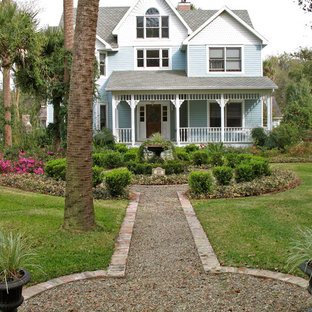 Photo of a traditional landscaping in Orlando.