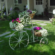 Eclectic Landscape by Alford's English Gardens Inc