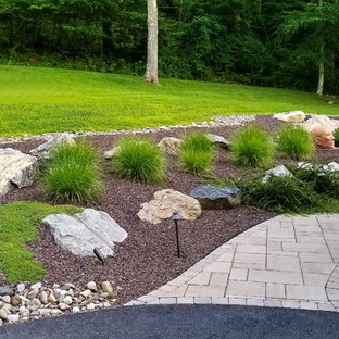 Inspiration for a mid-sized traditional partial sun backyard mulch landscaping in New York.