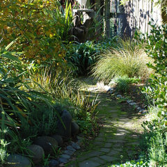 eclectic landscape by Earthwork Landscape Architects