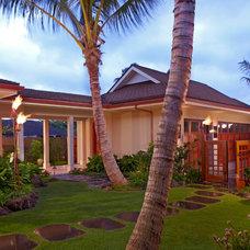 Tropical Landscape by Peter Vincent Architects