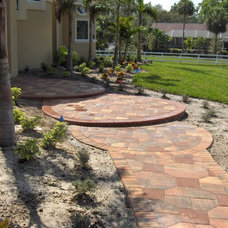 Traditional Landscape by HERMANN BACH PAVING STONES,INC.