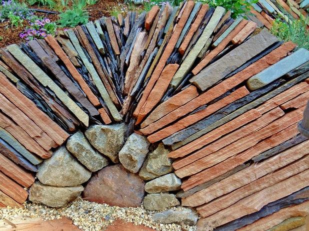 Stonehenge in giardino pietre e sassi diventano for Decorazioni giardino con sassi