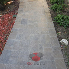 Traditional Landscape by Go Pavers