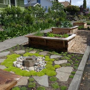 Idée de décoration pour un jardin latéral tradition avec un point d'eau.
