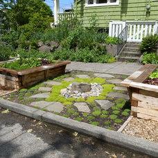 Traditional Landscape by Erin Lau Landscape Design- Seattle