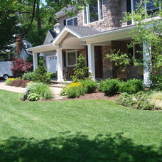 Traditional Landscape by Design and Build landscape