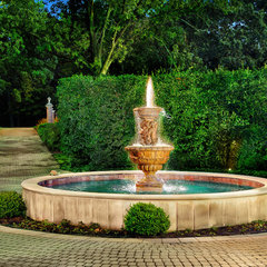 traditional landscape by Platinum Poolcare