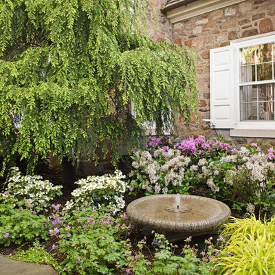 Design ideas for a traditional water fountain landscape in New York.