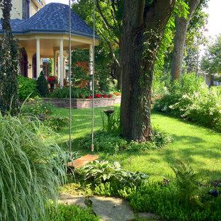Schattiger Klassischer Vorgarten in Montreal