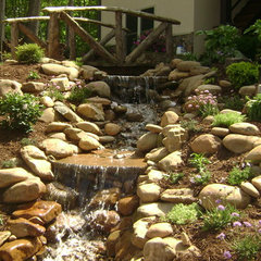 traditional landscape by Fine Edge Landscape Design