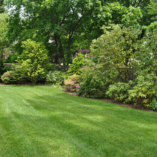 Traditional Landscape by Jacalyn Gould Landscape Architect