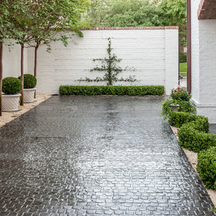 Design ideas for a mid-sized traditional partial sun courtyard stone driveway in Houston.