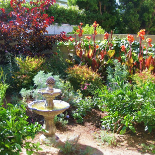 Inspiration for a mid-sized traditional full sun backyard water fountain landscape in Orange County.