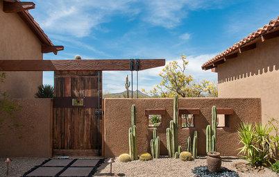Houzz Tour: Luxury and Ruggedness Blend in the Arizona Desert