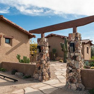 Cette photo montre un jardin désertique sud-ouest américain avec une exposition ensoleillée.