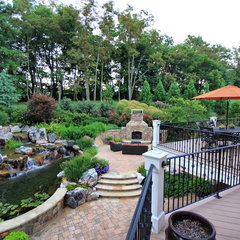 traditional landscape by Surrounds Landscape Architecture and Construction