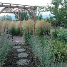 Traditional Landscape by Laughlin Design Associates, Inc.