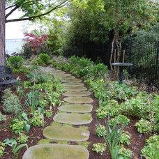 Traditional Landscape by Calluna's Gardens, LLC